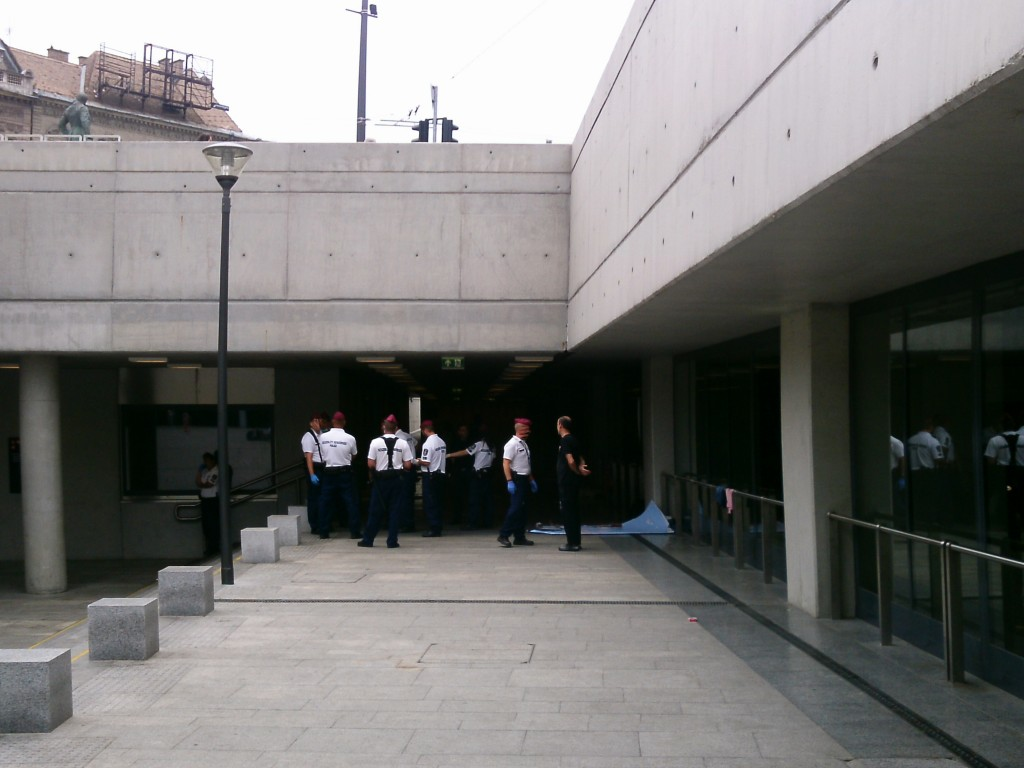 Polizei am Bahnhof Keleti